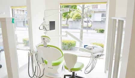明るく快適な診療室